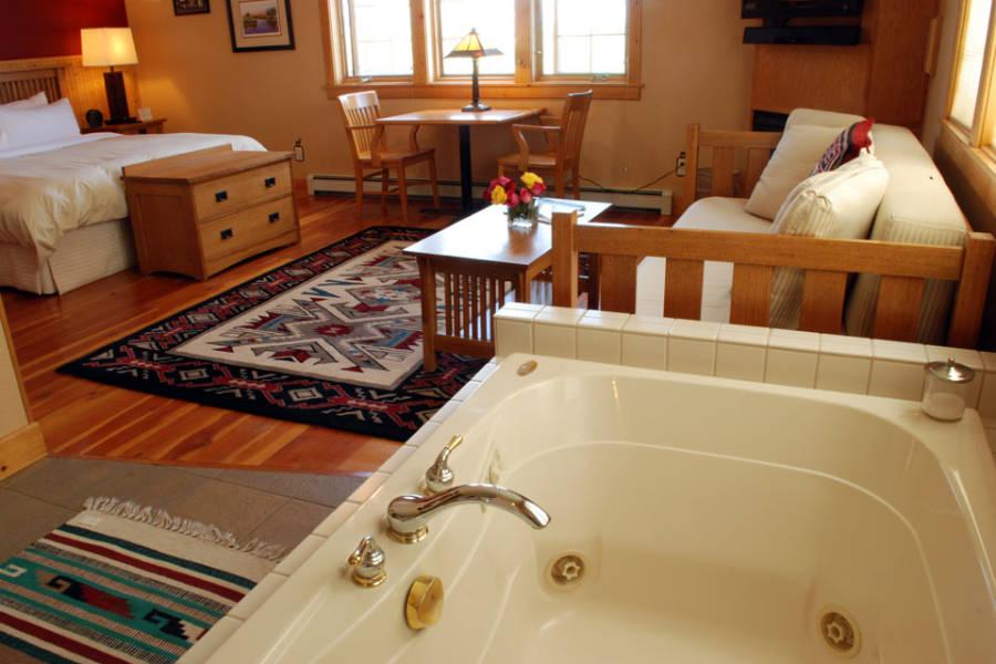 Gallatin River Lodge Room