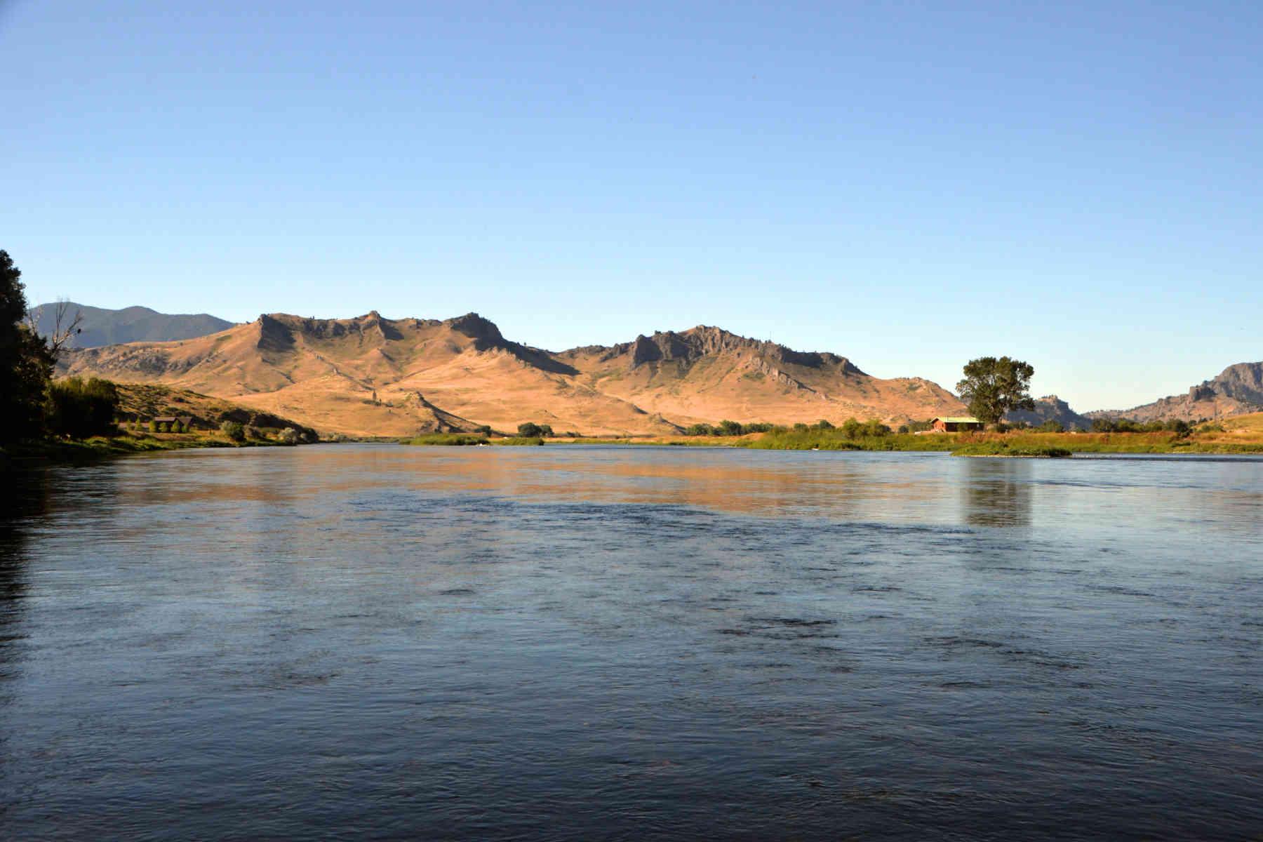 rocky-mountain-front-missouri-river